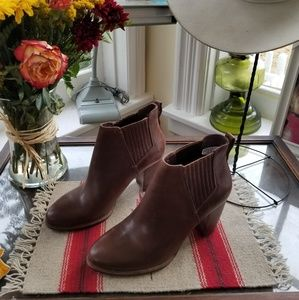 UGG - Brown Leather Heeled boots